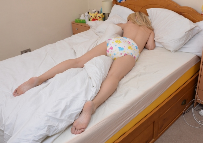 Adult diaper sleepy sedation wet